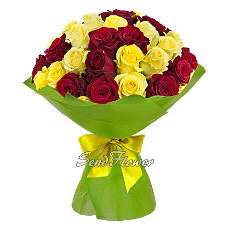 Букет из красных и жёлтых роз (60 см.)