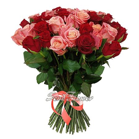 Букет из красных и розовых роз (50 см)